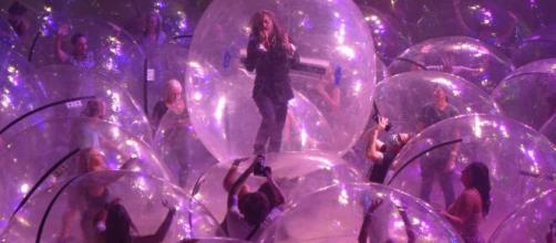 Flaming Lips realiza show com público isolado em bolhas - Olhar ... - com.br