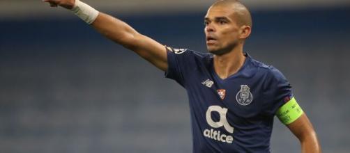 Pepe vuelve a liarla en el Porto