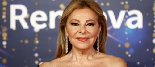 Ana Obregón se pone al lado de Ayuso y 'echa fuera' a Pedro Sánchez