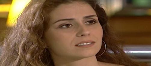 """Capitu aceita convite de empresário em """"Laços de Família"""". (Reprodução/TV Globo)"""