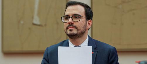 Garzón insiste en la propuesta de crear una empresa eléctrica pública española