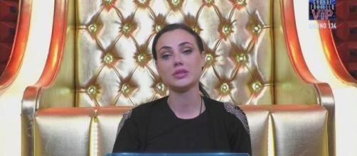 GF Vip, Rosalinda crolla dopo l'incontro con Giuliano: 'Vorrei abbandonare il gioco'.