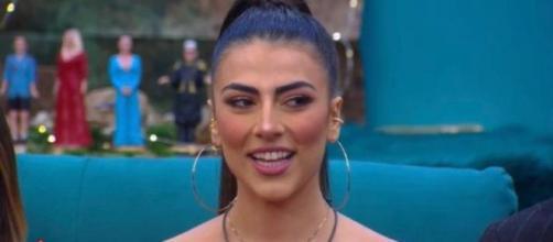 GFVip, Giulia corteggiata dall'ex Abraham: 'La amo, entrerei in casa per portarmela via'.