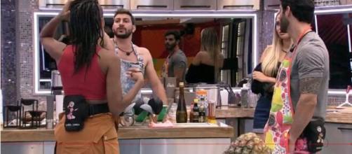 Caio e Lumena se desentendem no 'BBB21'. (Reprodução/TV Globo)