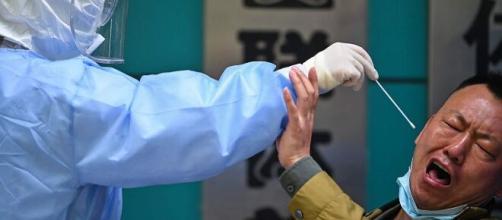 China realiza test rectales contra el COVID-19