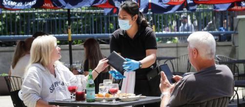 Estados Unidos apoya la reapertura de los restaurantes para reavivar la economía, especialmente en la ciudad de Nueva York.
