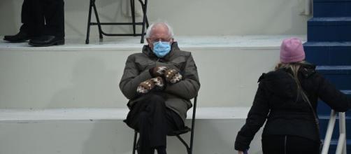 La foto de Sanders con guantes de lana recauda casi dos millones de dólares
