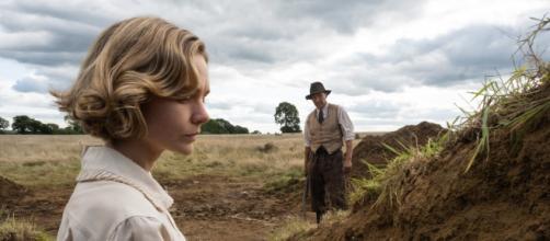 Cena do filme 'A Escavação' estreia da Netflix com Ralph Fiennes Carey Mulligan. (Reprodução/Netflix)