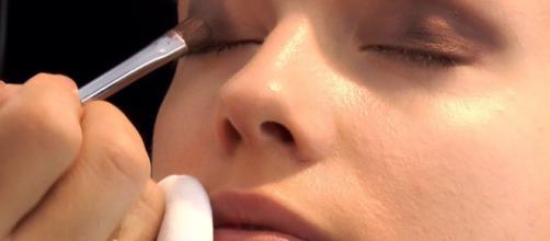 El maquillaje debe ser usado también para cuidar el cutis y no solo para embellecerlo.