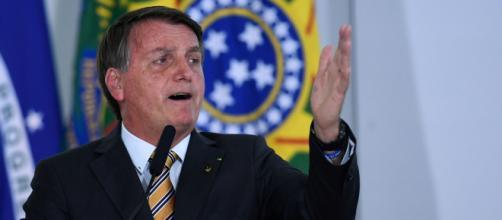 Coordenador da FGV diz que Bolsonaro executa uma política externa precisa e disciplinada para manter sua base mobilizada. (Arquivo Blasting News)