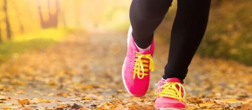 Caminar, al menos, una hora diaria ayuda a prevenir y mejorar algunas enfermedades.