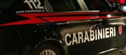 L'arrivo dei carabinieri ha messo fine alla lite tra padre e figlio.