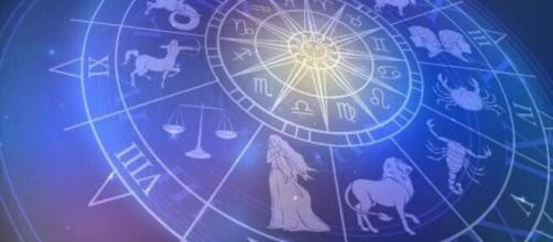 Previsioni zodiacali del 4 gennaio: Cancro in evoluzione, Leone sicuro di sé.