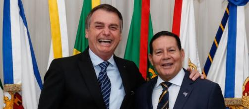 Ex-assessor de Mourão disse que Bolsonaro iria sofrer impeachment porque erra demais. (Arquivo Blasting News)