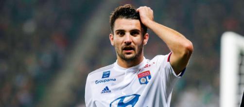 Léo Dubois (Lyon) gravement blessé au genou gauche ? - Eurosport - eurosport.fr