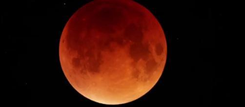 L'oroscopo del giorno 5 febbraio: la Luna sposa il Sagittario, Scorpione felice (2^ parte).