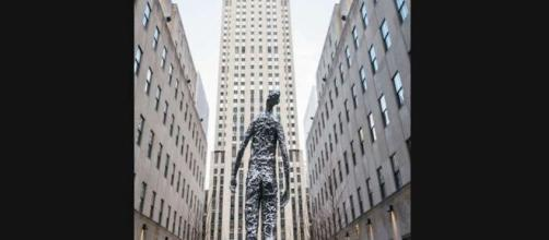 New statue at Rockefeller Center stands tall at 10 feet © Kat Harris/Courtesy of Tishman Speyer