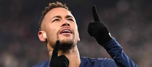 Neymar faz festa. (Arquivo Blasting News)