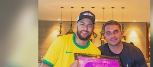 Neymar se envolve em polêmica por foto com Flávio Bolsonaro. (Arquivo Blasting News)