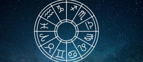 Previsioni zodiacali del 5 gennaio: Scorpione leale, Capricorno avventuroso.