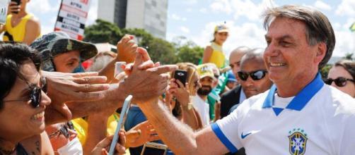 Bolsonaro suspendeu compra de insumos que seriam usados na vacinação. (Arquivo Blasting News)