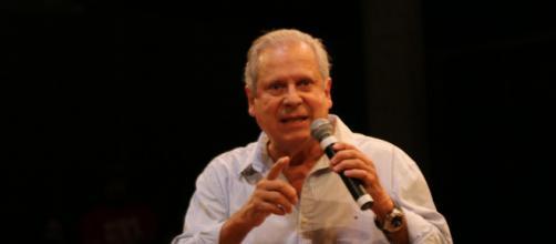'Não podemos esperar até as eleições de 2022', diz Dirceu sobre Bolsonaro. (Arquivo Blasting News)