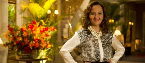Guiomar toma susto em 'Flor do Caribe'. (Reprodução/Rede Globo)