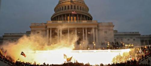 La violenta toma del Capitolio de los Estados Unidos por ultra partidarios de Donald Trump.
