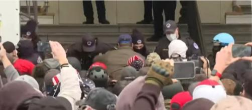 Trump supporters break through security outside the Capitol building in Washington, DC. ©Capture AFP YouTube video