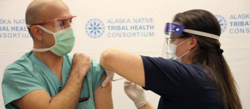 Gobierno del Reino Unido espera que desciendan los contagios con las vacunas