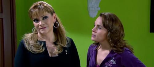 Josefina chantageia Roberta. (Reprodução/Televisa)