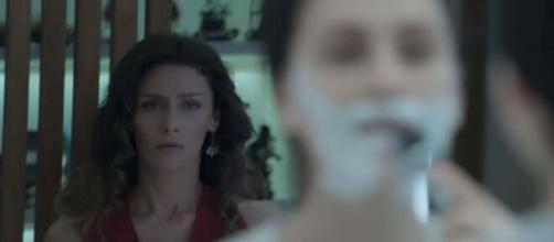 Joyce fica em choque em 'A Força do Querer'. (Foto: Globo).