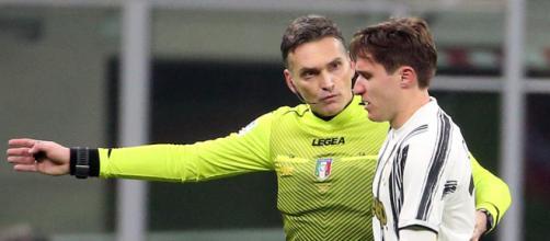 L'arbitro Irrati e Federico Chiesa.
