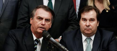 Bolsonaro diz que Maia e o PT são bem parecidos. (Arquivo Blasting News)