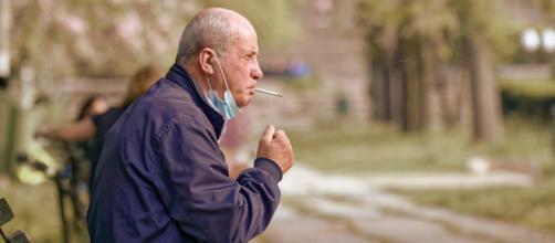 La reforma de la Ley Antitabaco prohibirá fumar en las terrazas y en los accesos a edificios públicos - Pixabay