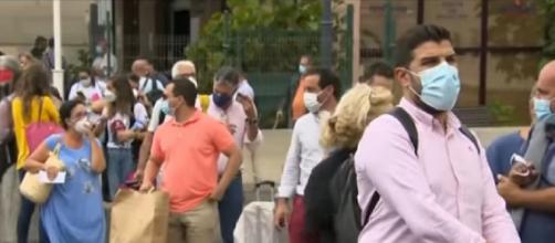 Toxic gas from La Palma volcano eruption threatens island (Image source: ABC News/YouTube)