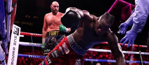 Tyson Fury vs Deontay Wilder, il momento decisivo del match nell'11° round.