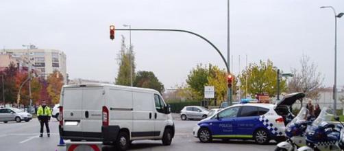 Unos delincuentes han huido a tiros de la Policía, protagonizando una espectacular persecución en Sabadell - Wikimedia Commons