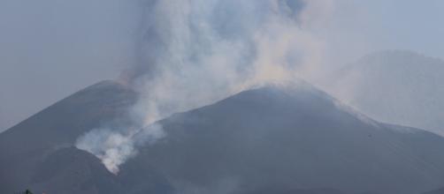 La lava del volcán de La Palma cubrió 595 hectáreas y atravesó diversas zonas de cultivo (Twitter @involcan)