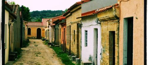 Moltissimi paesi in Sardegna sono pieni di case vuote.