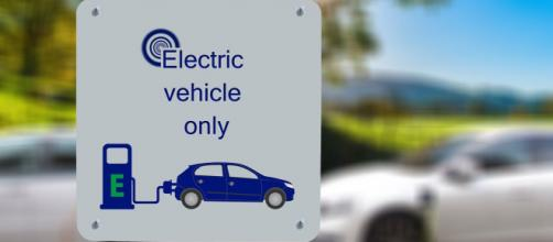 Numero verde Convergenze Energia: forniture di luce e gas e ricariche veicoli elettrici.