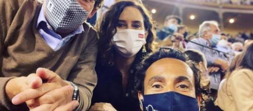 La fotografía censurada por Instagram de Isabel Díaz Ayuso en la plaza de toros - Instagram (@david_casas_ramos)