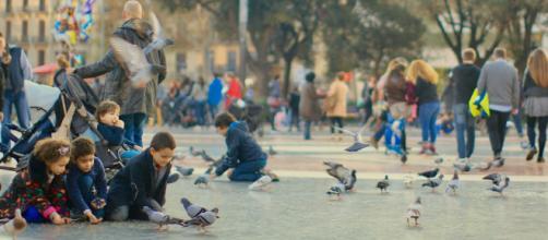Los Presupuestos contemplan ayudas a familias para bajar la pobreza infantil. (Piqsels)