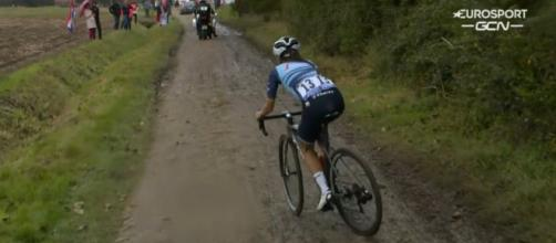 Lizzie Deignan impegnata sul pavè della Parigi Roubaix