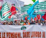 Pensioni, nella foto una manifestazione di Cgil Cisl Uil per cambiare la legge Fornero.