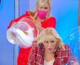 U&D oggi: Tina getta un secchio d'acqua contro Gemma, malumore tra i telespettori.