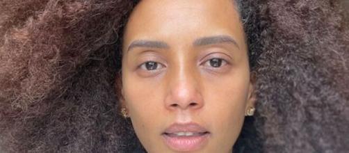 Taís Araújo posa sem maquiagem (Reprodução/Instagram/@taisdeverdade)