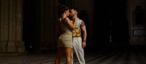 El vídeo muestra a los protagonistas bailar de forma sensual en la catedral de Toledo (Captura de pantalla de C Tangana)