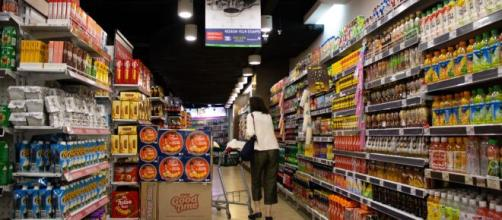 Justiça nega liberdade a mãe de 5 filhos que furtou macarrão instantâneo e suco em pó em mercado (Reprodução/Unsplash)