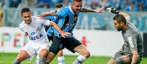 Santos e Grêmio estão em situação complicada no campeonato (Lucas Uebel/Grêmio)
